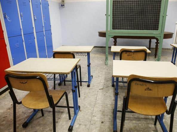 Scuola, il protocollo di sicurezza per settembre: orari, mense e psicologo